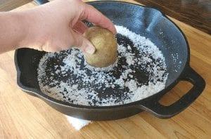 Menghilangkan Dengan Kentang dan Sabun Cuci