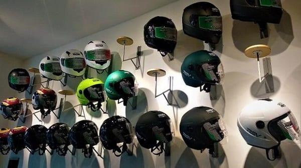 Merawat Helm Warna Doff